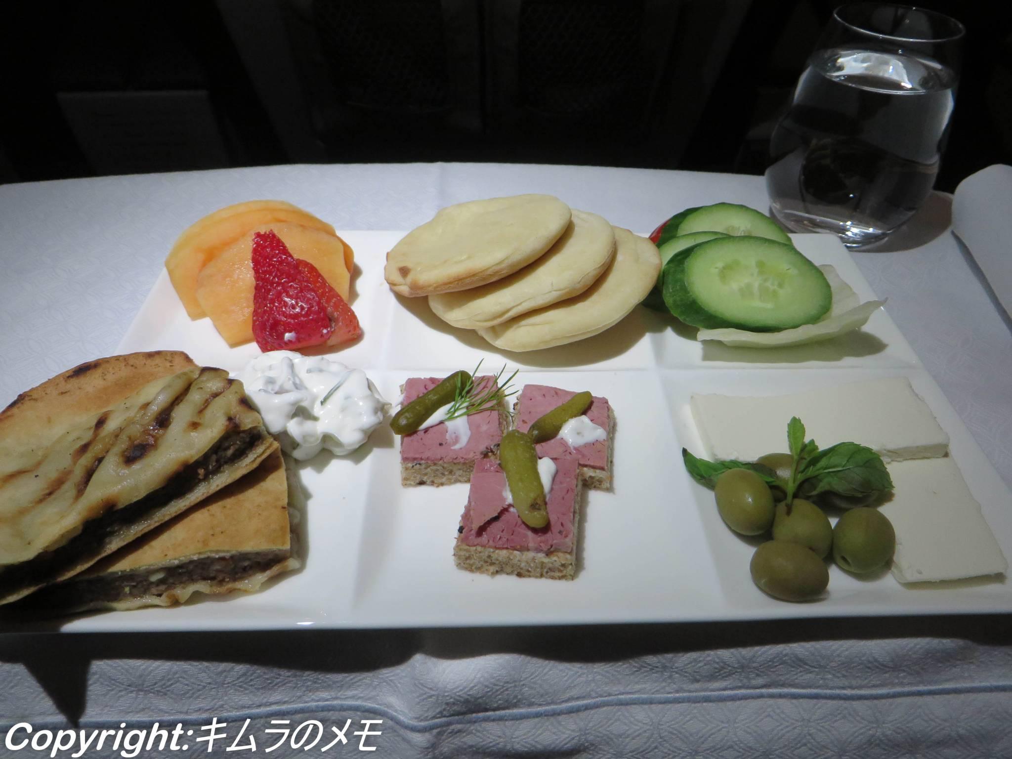カタール航空、ビジネスクラス、レビュー、搭乗記、エティハド航空、比較、食事、シート
